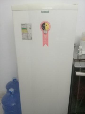 Vende-se ou troco essa geladeira por um celular - Foto 5