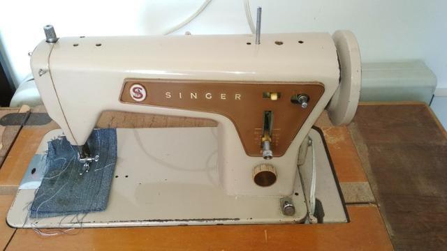 Máquina de costura Singer de Ferro + Gabinete