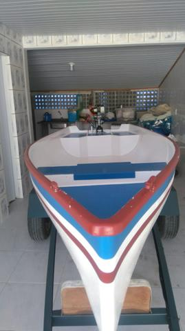 Barco de fibra com motor e carretinha