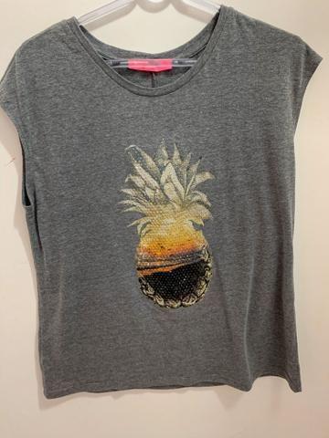 Blusa cinza com abacaxi central