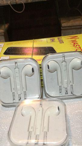 Fones  de IPhone top R$15,90