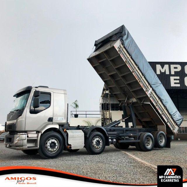 Caminhão Volvo Vm 330 Bitruck 8x2 Caçamba Agrícola 2019 - Foto 10