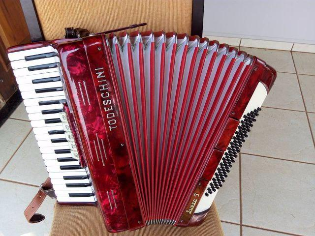 Acordeon Todeschini Super 5 80bxs, oitavada