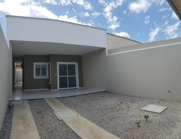 Casa com 3 quartos garagem para 2 carros e Varanda bem espaçosa com Documentação Grátis - Foto 2