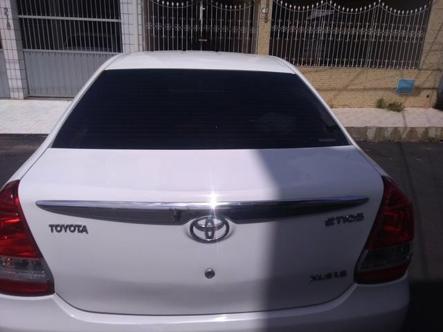 Vendo carro Etios sedan XLS, completo! 2012/2013 - Foto 2