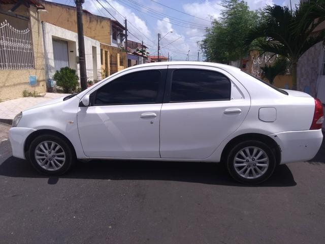 Vendo carro Etios sedan XLS, completo! 2012/2013