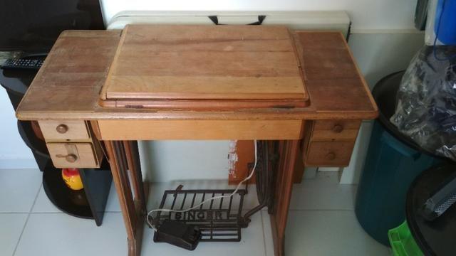 Máquina de costura Singer de Ferro + Gabinete - Foto 5