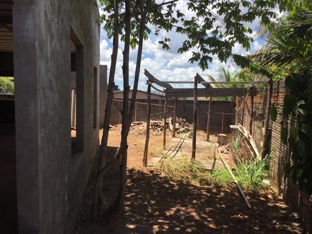 Casa inacabada de 3 qtos na entrada da Arniqueiras quadra 4 - Foto 2