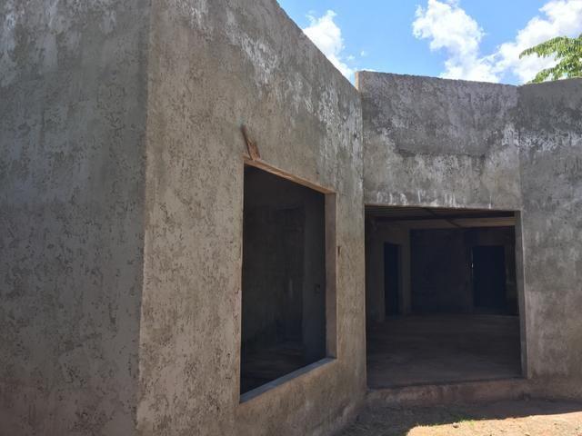 Casa inacabada de 3 qtos na entrada da Arniqueiras quadra 4