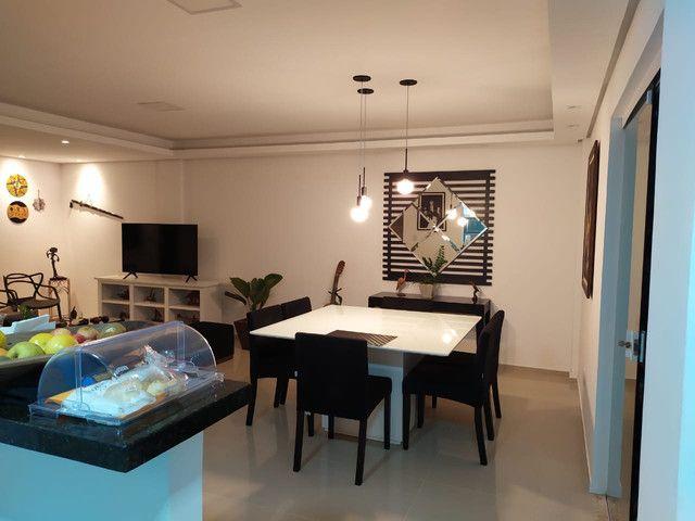 Casa de condomínio, possui 124 m2 com 3 quartos sendo 2 suítes e 1 semi-suíte - Foto 3