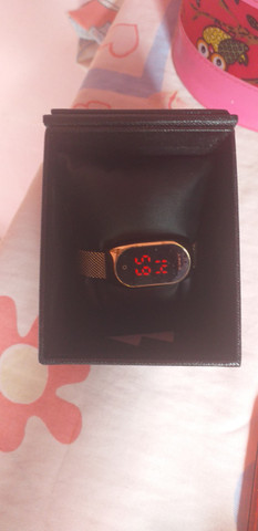 Relógio feminino digital
