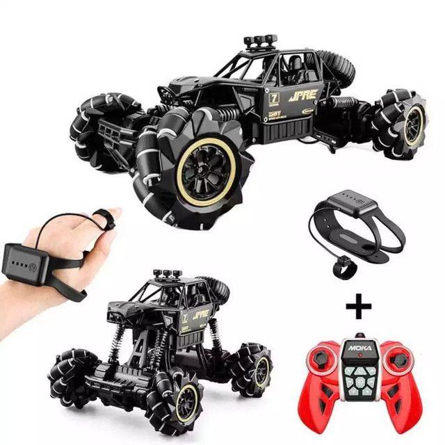 Brinquedo Carrinho Jeep controle remoto 4x4 giro 360 relógio sensor