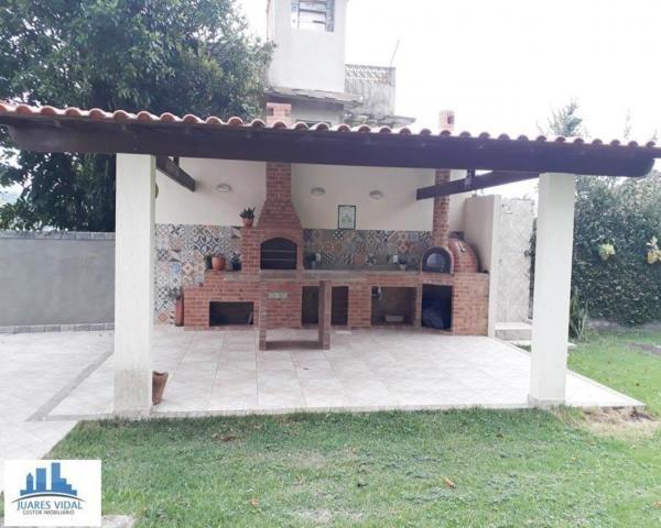 Casa linear, independente, com muito quintal e garagem no centro de Itacuruçá - Foto 6
