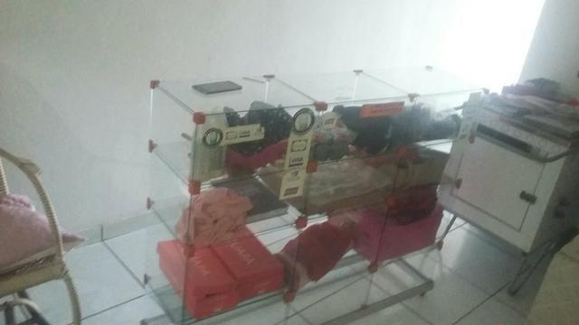 Vendo um balcão de vidro com a base de alumínio com Rodanas - Foto 2