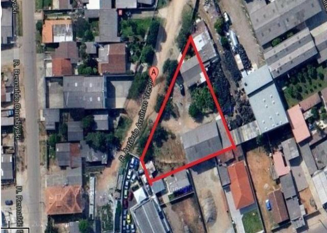 Grande terreno Industrial com 1812 mts quadrados Com Barracão e Casa