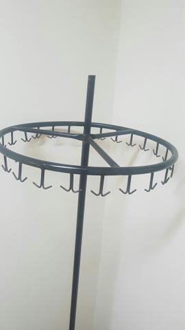 Arara rotatória para roupas - Móveis - Centro e29267d5d5b92