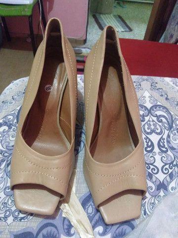 01 par de sapatos