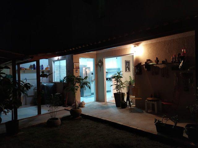 Casa de condomínio, possui 124 m2 com 3 quartos sendo 2 suítes e 1 semi-suíte - Foto 5
