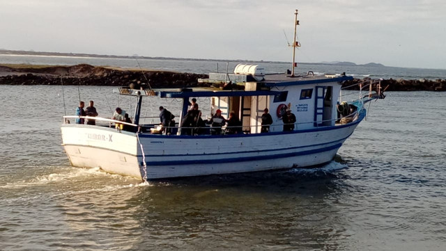 Vendo barco de turismo equipado para mar aberto - Foto 3