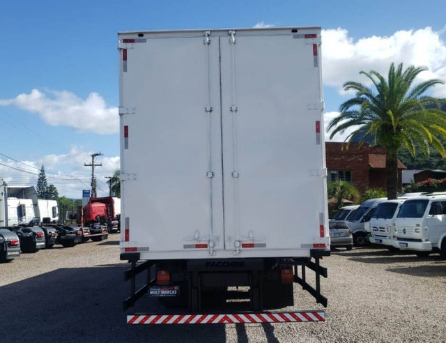Ford Cargo 1317 - Truck 6x2 Baú de 11m - Foto 5
