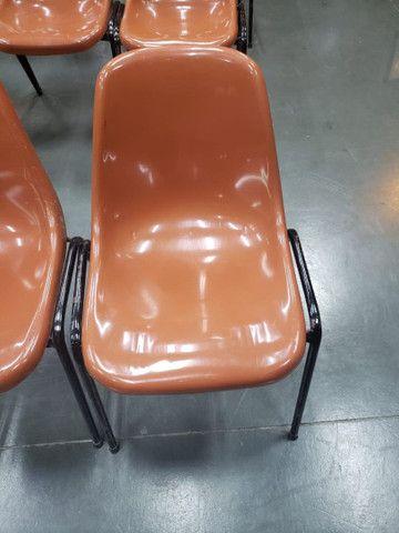 Vendo cadeiras igrejas escolas etc  - Foto 2
