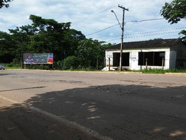 Na Avenida Antonio da Rocha Viana