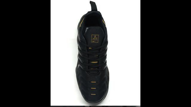 1379c708485 Tênis Nike Air VaporMax Plus Preto e Dourado - Roupas e calçados ...