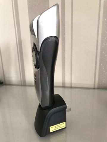 604b6410c Máquina Panasonic ER224 RC de acabamento e aparar barba e acabamentos de  cabelo