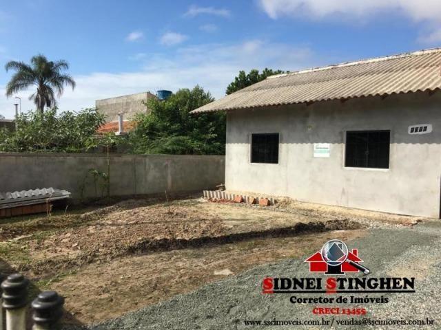 Casa na Praia, 02 dormitórios, laje, piso cerãmico e terreno todo murado - Foto 3