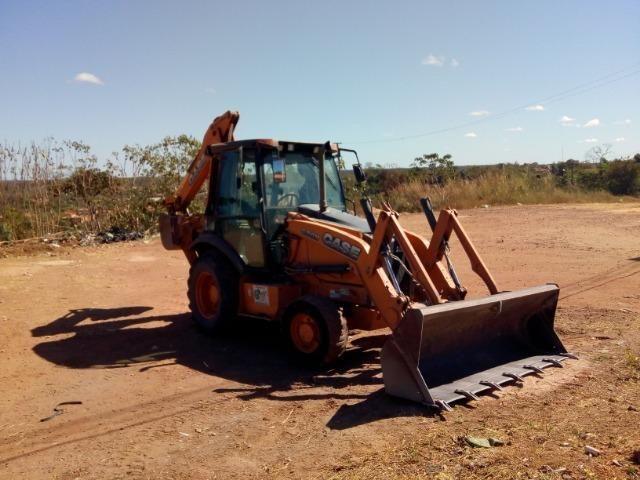 Alugo Retroescavadeira Case 580n 4x4 - Foto 4