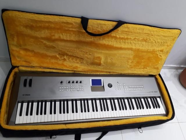 Piano Digital Yamaha MM8 + semi-case bordado