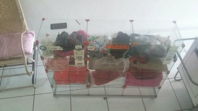 Vendo um balcão de vidro com a base de alumínio com Rodanas - Foto 3