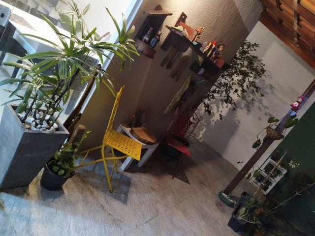 Casa de condomínio, possui 124 m2 com 3 quartos sendo 2 suítes e 1 semi-suíte - Foto 14