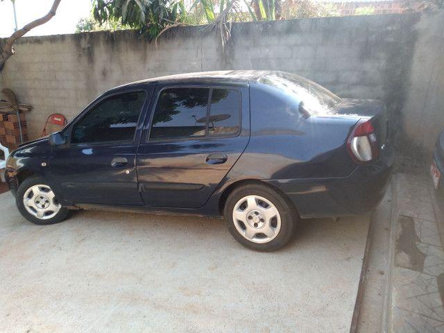 Renault Clio Sedan - Foto 12