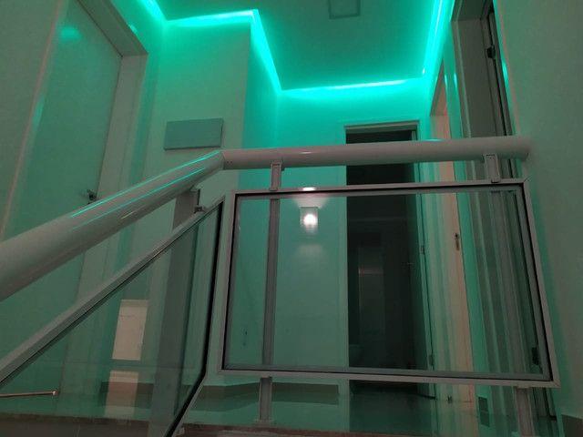 Casa de condomínio, possui 124 m2 com 3 quartos sendo 2 suítes e 1 semi-suíte - Foto 8