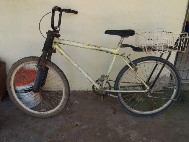 vendo uma bicicleta com amortecedor e garupa - Foto 4