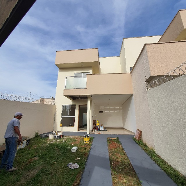 Sobrado 3 quartos no Antônio Barbosa, nunca habitado, construção com material de primeira