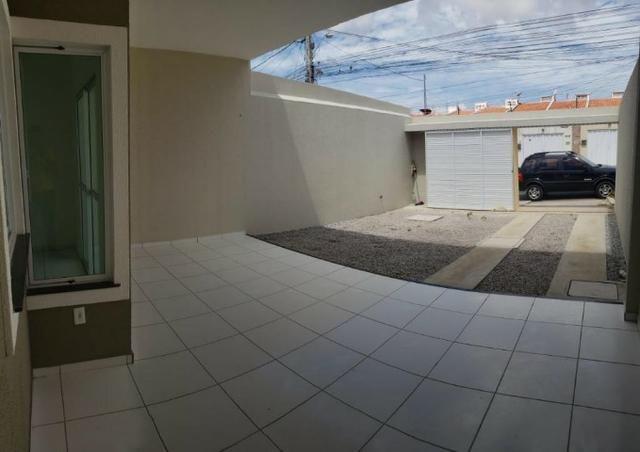 Casa com 3 quartos garagem para 2 carros e Varanda bem espaçosa com Documentação Grátis - Foto 4