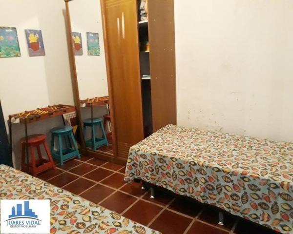 Casa linear, independente, com muito quintal e garagem no centro de Itacuruçá - Foto 12