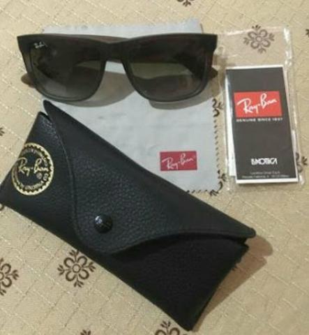 Vendo ou troco Óculos de sol RayBan original modelo Justin Valor 300 avista 6563de27b0