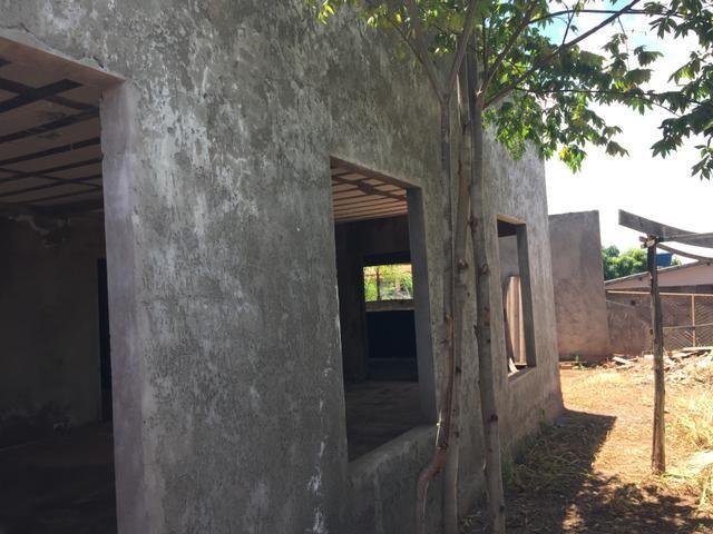 Casa inacabada de 3 qtos na entrada da Arniqueiras quadra 4 - Foto 3