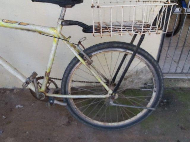 vendo uma bicicleta com amortecedor e garupa - Foto 3