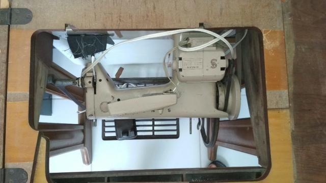 Máquina de costura Singer de Ferro + Gabinete - Foto 3