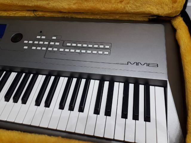 Piano Digital Yamaha MM8 + semi-case bordado - Foto 6