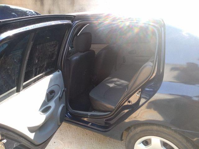 Renault Clio Sedan - Foto 11