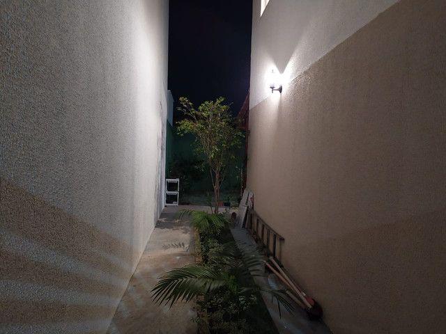 Casa de condomínio, possui 124 m2 com 3 quartos sendo 2 suítes e 1 semi-suíte - Foto 15