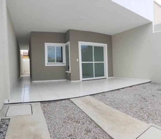 Casa com 3 quartos garagem para 2 carros e Varanda bem espaçosa com Documentação Grátis