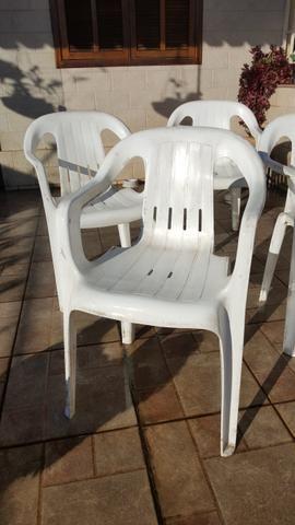 04 cadeiras de plástico - Foto 3