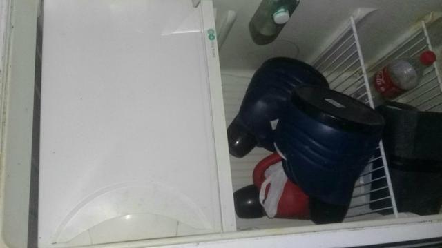Vende-se ou troco essa geladeira por um celular - Foto 2