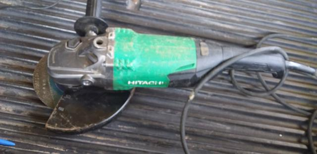 Esmerilhadeira Hitachi 2000w, 220V